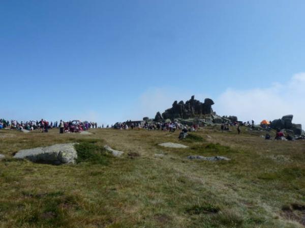300 души на Черни връх
